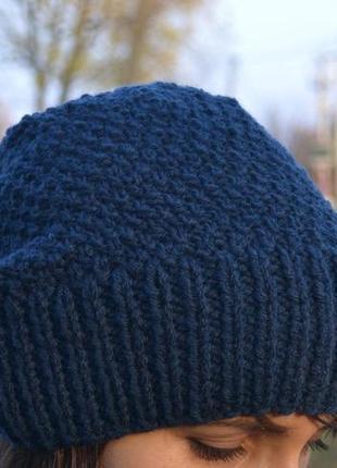Удобная вязаная шапочка, танкая и теплая. 50% шерсть. приятная не колючая