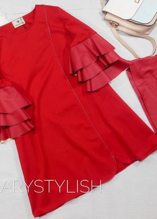 Красное платье с воланами из кожи, и пояс