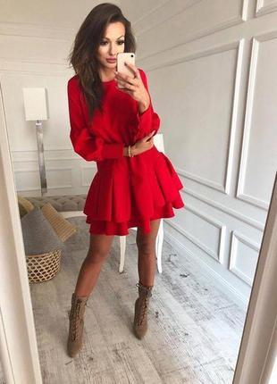 Красное платье с юбкой волан
