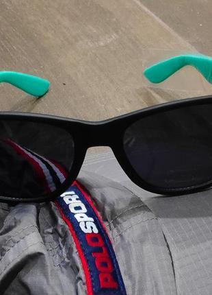 Стильные солнцезащитные очки от yik yak. новые!