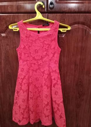 Стильне кружевне плаття в стані нового фірми matalan