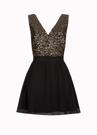 Стильное платье с пайетками на запах