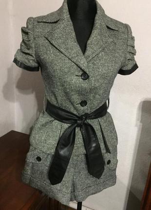 Стильный шерстяной костюм, на подкладке, жакет и шорты