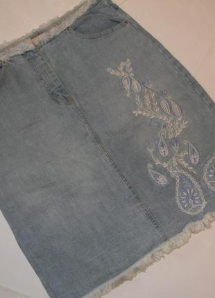 Джинсовая юбка  с бохромой и вышивкой