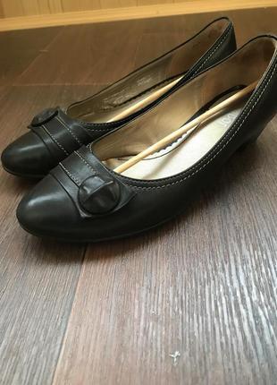 Туфли балетки на низком каблуке 28р