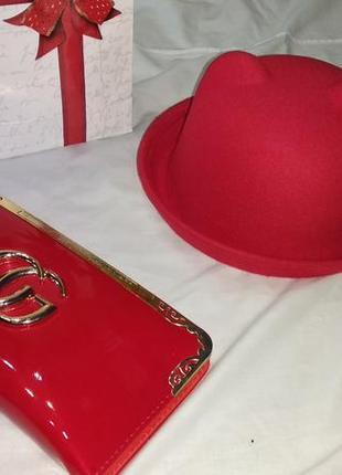 Красная фетровая шляпа котелок с ушками