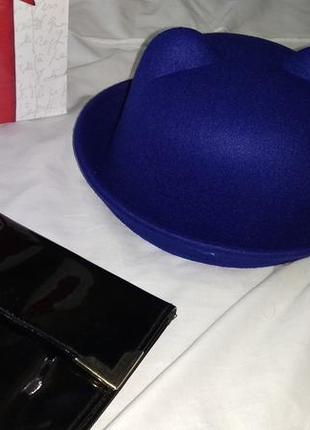Фетровая синяя шляпа котелок