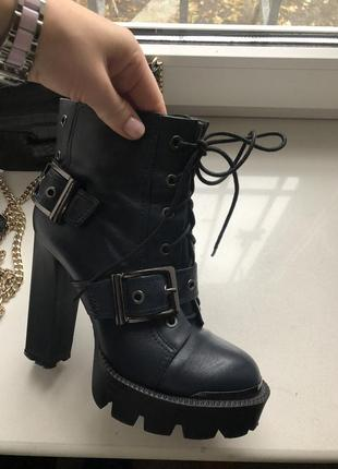 Кожаные ботинки/ботильоны на высоком каблуке vitto rossi