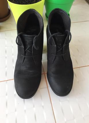 Очень стильные и красивые натуральные ботинки на шнурках