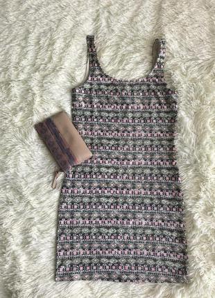 Коротке облягаюче плаття