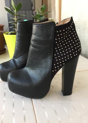 Снохсшибатено красивые потрясные ботильоны ботинки на высоком каблуке на платформе