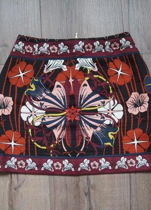 Мини-юбка в симметричный принт. посадка на талии