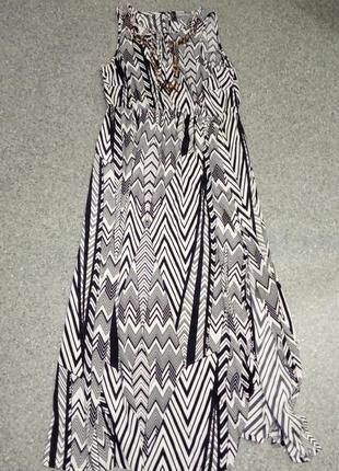 Нарядное эффектное длинное платье
