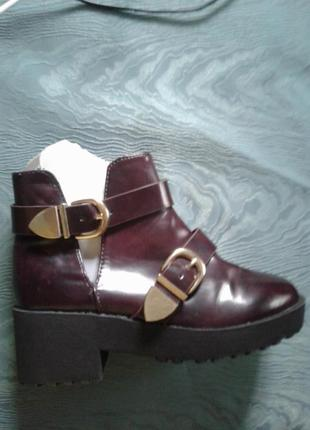 Детские демисезонные лакированные вишневые ботинки,30- 32р-р.