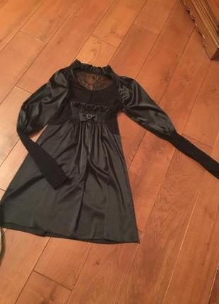 Платье черное, можно даже для беременного пузика