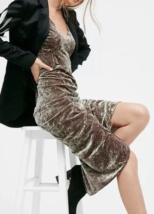Платье миди бархатное серебряное с разрезом