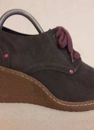 Стильные ботинки на танкетке фирмы lime liaht p. 41 стелька 26,5см