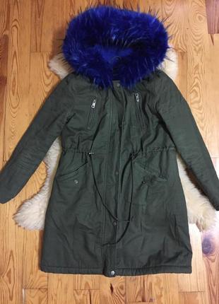 Крутая парка куртка с ярким мехом. демисезон.р.44