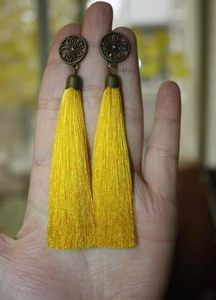 Серьги серёжки кисти кисточки жёлтые нити с цветком