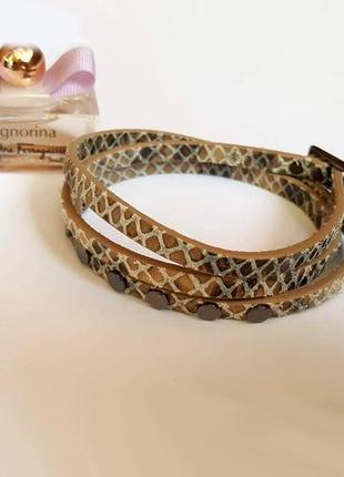 Кожаный браслет под рептилию тройная обмотка с заклепками от pilgrim дания
