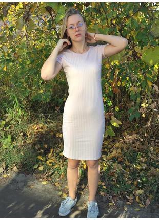 Очень красивое платье длинны миди в рубчик