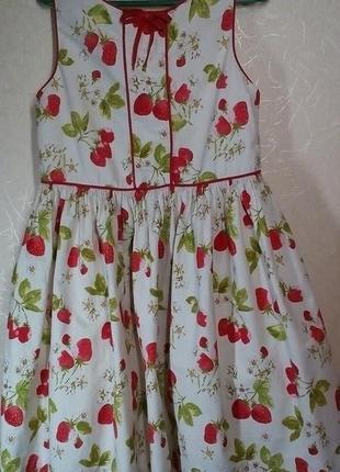 Платье с клубничками для девочки