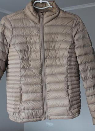 Сіра пухова куртка