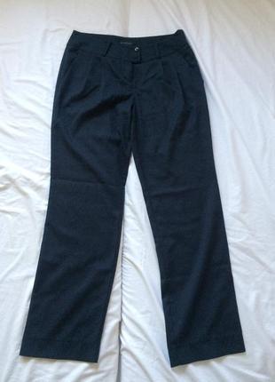 Темно-синие прямые брюки, обтягивающие бедра grand ua