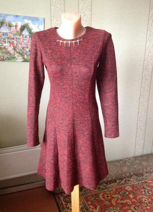 Милейшее платье темно бордового цвета с пышной юбкой
