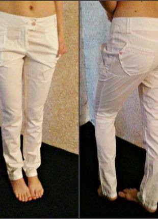 Белоснежные зауженные брюки от остин