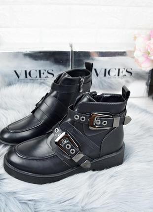 Демисезонные женские  ботинки vices