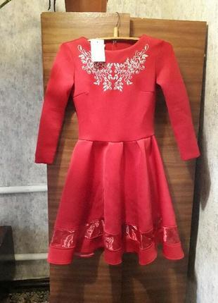 Стильне червоне плаття