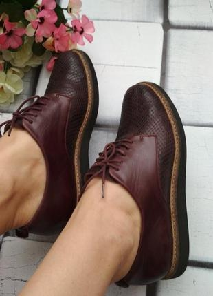 Кожаные туфли на шнуровке clarks
