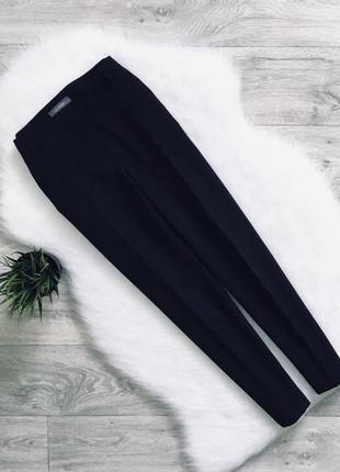 Базовые брюки зауженные к низу. укороченные.