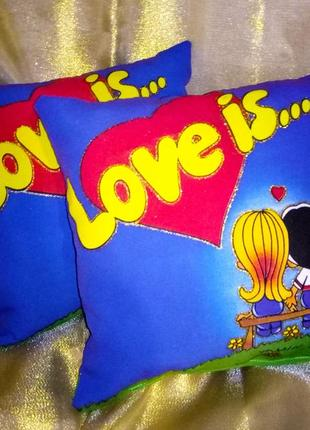Подушка сувенирная love is светится в темноте! (возможен опт)