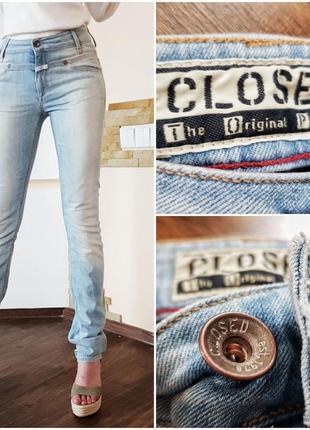 Модные облегающие джинсы светло-голубого цвета
