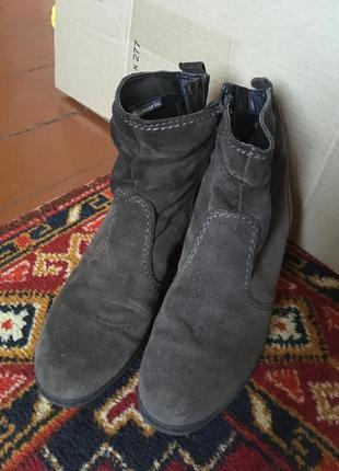 Осенние замшевые ботинки tamaris