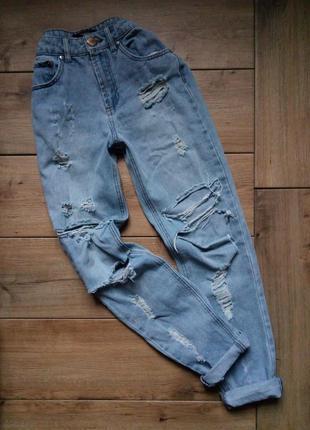 Крутые светлые рваные  джинсы бойфренд forever 21