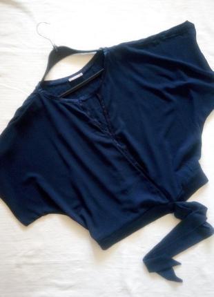 Синяя блуза с запахом и бантом