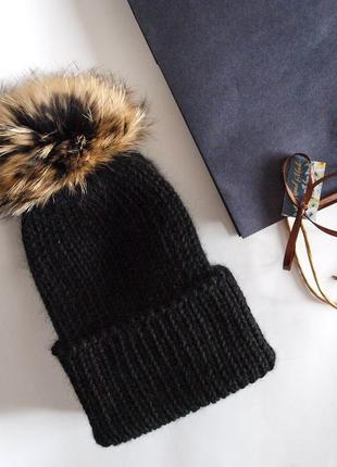 Теплая  шапка из альпаки сури с помпоном енот