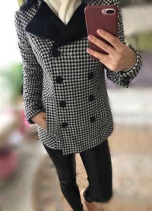 Коутое пальто с мехом