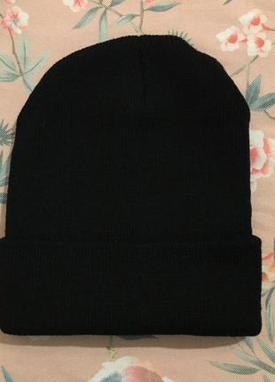Чёрная женская шапка на осень/зиму