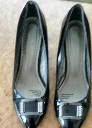 Шикарные туфли р.40 лаковая кожа