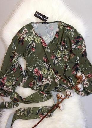 Блуза в цветочный принт с очень оригинальным рукавом