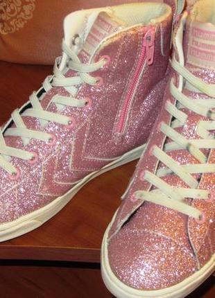 Ярко розовые блестящие кеды  hummel для юной барби ( дания )