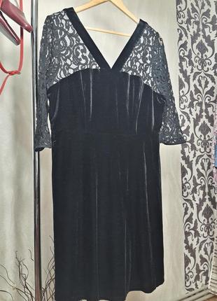 Бархатное платье с кружевными рукавами
