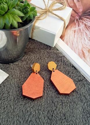 Яскраві сережки в золотисто-мідному кольорі