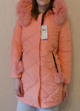 Фирменное зимнее пальто с капюшоном на холлофайбере