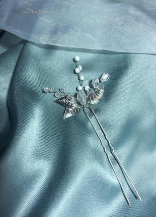 Свадебная нежная шпилька с листиками