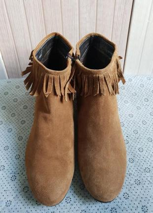 Удобные ботинки челси из натуральной замши фирмы andre